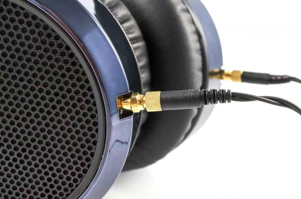 HE-6 headphones have detachable cables